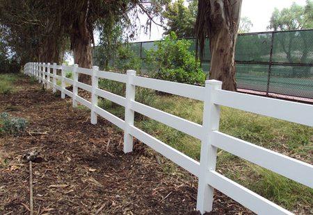 Светлый забор ранчо