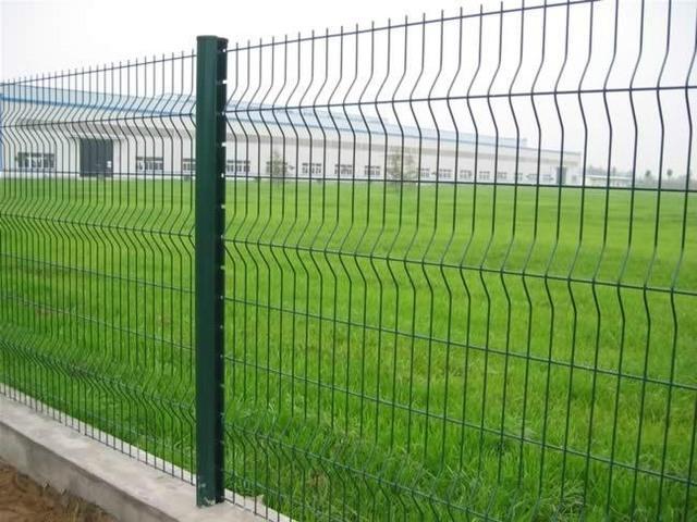 Забор из зеленой 3д сетки