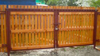 Ворота из дерева — варианты изготовления