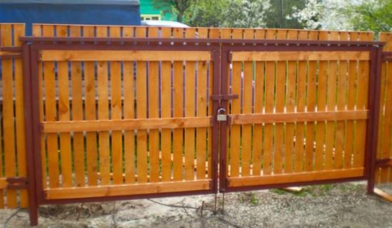 Ворота сделанные из дерева