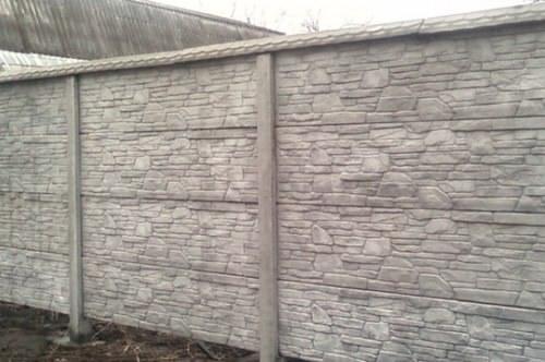 Забор из наборных бетонных блоков