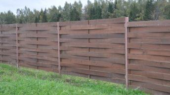 Плетеный забор из обычных досок своими руками
