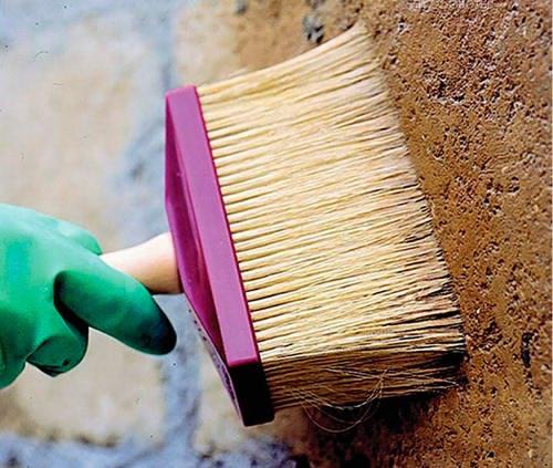 Покраска забора из бетона