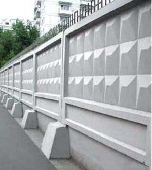Самостоящий забор из бетонных секций