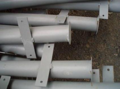 Готовые столбы с уже приваренными пластинами