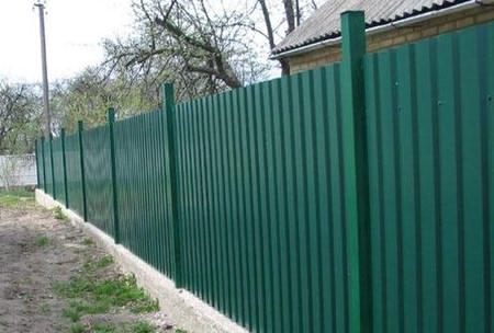 Забор из профлиста со столбами из профильной трубы