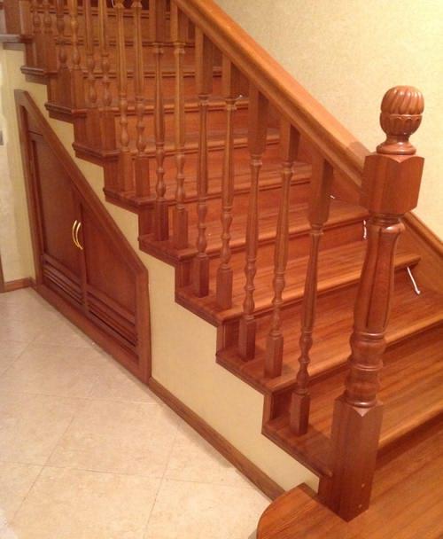 Бетонная лестница отделанная деревом