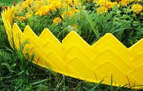 Декоративный желтый бордюр для цветников и грядок