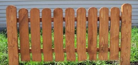 Секция деревянного забора для клумбы