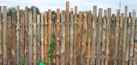 Деревянный заборчик из доступных материалов