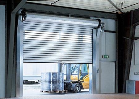 Ворота рулонного типа для гаража
