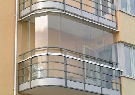 Балкон с остеклением из сталинита