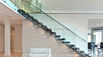 Установка стеклянных перил – оригинальный способ оформления лестницы
