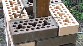 Нюансы при строительстве заборов с кирпичными столбами