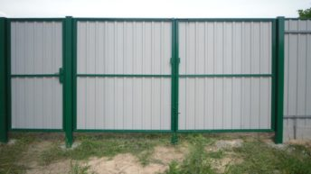Легкие ворота из профнастила для дачи — монтаж своими руками