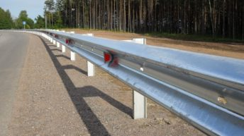 Особенности и назначение дорожных ограждений из металла