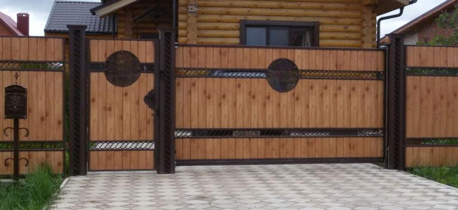 Красивые откатные ворота (дерево и металл)