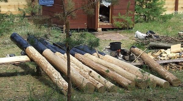 Подготовка деревянных столбов для забора из профлиста