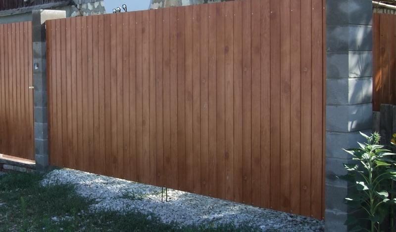 Ворота имитирующие дерево из профлиста