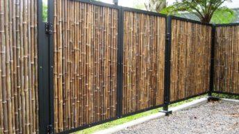 Оригинальное ограждение дачного участка с применением бамбука