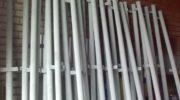 Выбор и монтаж металлических столбов для забора