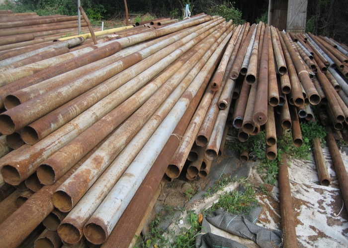 Металлические трубы бывшие в употреблении