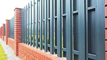 Как сделать забор из металлического евроштакетника