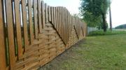 Из чего сделать красивый забор для частного дома + фото