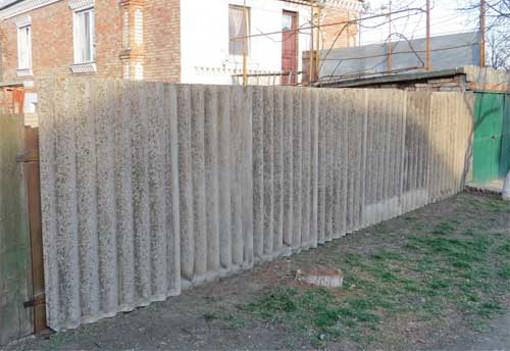 Забор из старого шифера
