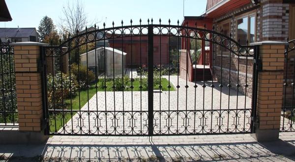 Декоративные кованые ворота