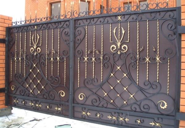 Кованые ворота непрозрачные, не монолитные