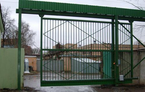 Подвесные ворота на производстве