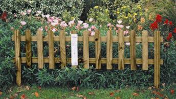 Разновидности деревянных заборчиков для цветочных клумб