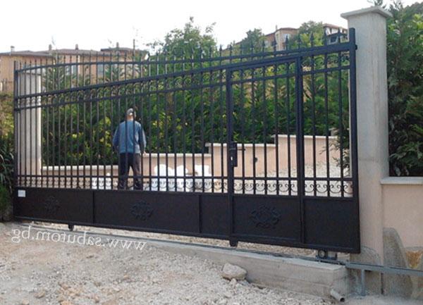 Кованые ворота с монорельсой