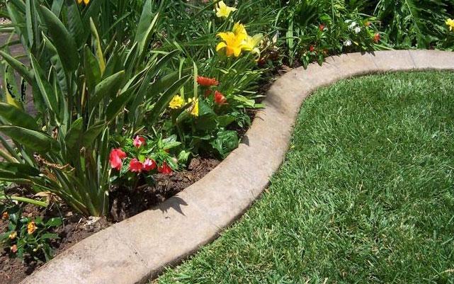 Садовое ограждение из готовых бетонных блоков