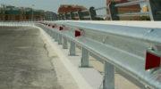 Металлические дорожные ограждения барьерного типа