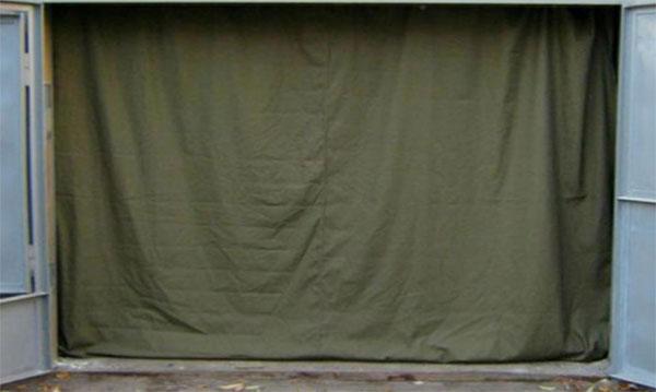 Завешивание проёма гаража с помощью брезентовой шторы