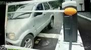 Шлагбаум ударил автомобиль, что делать в таком случае